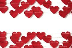Coração de papel vermelho que pendura na corda foto de stock royalty free