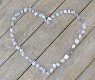 Coração de pedra no assoalho de madeira Fotos de Stock Royalty Free