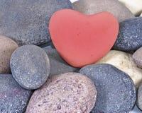 Coração de pedra vermelho pedras naturais Fotos de Stock