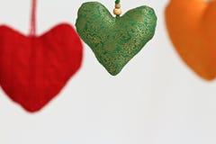 Coração de suspensão dado forma da decoração Fotos de Stock Royalty Free