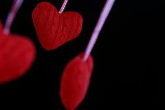 Coração de suspensão dado forma da decoração Imagens de Stock