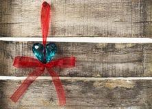 Coração de turquesa no fundo de madeira velho Imagens de Stock Royalty Free