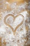Coração desenhado na farinha Fotos de Stock Royalty Free