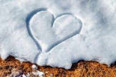 Coração desenhado na neve Fotografia de Stock