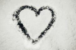 Coração desenhado na neve Foto de Stock