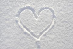 Coração desenhado na neve Fotografia de Stock Royalty Free