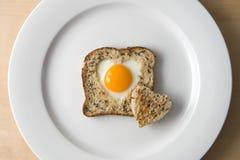 Coração do amor do ovo Fotografia de Stock Royalty Free