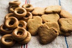 Coração do biscoito dos bagels da cookie da pastelaria dado forma imagem de stock royalty free