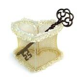 Coração do casamento com chave oxidada. Foto de Stock Royalty Free