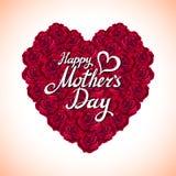 Coração do dia da mãe da rosa vermelha feito de rosas vermelhas no fundo branco Imagens de Stock
