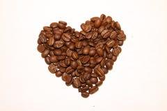 Coração do isolado dos feijões de café Fotografia de Stock Royalty Free