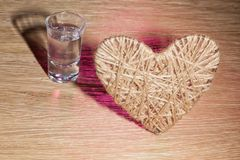 Coração do lenticum de linho no carvalho Foto de Stock Royalty Free
