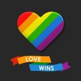 Coração do vetor em cores da bandeira de LGBT Molde do arco-íris, símbolo alegre da cultura Fundo colorido moderno com fita Imagem de Stock Royalty Free
