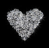 Coração dos diamantes no preto fotografia de stock