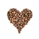 Coração dos feijões de café isolados no branco Fotos de Stock