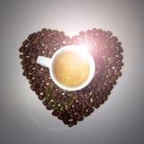 Coração dos feijões de café no fundo cinzento Foto de Stock