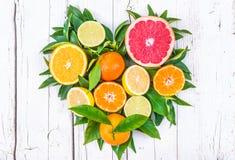 Coração dos frutos frescos foto de stock royalty free
