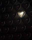 Coração dourado brilhante cercado de cor escuros Fotos de Stock