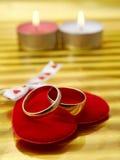 Coração e anel dois vermelhos Fotografia de Stock