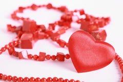 Coração e grânulos no branco Fotografia de Stock