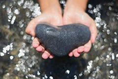 Coração e mãos fotografia de stock
