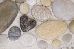 Coração e seixo de pedra imagens de stock