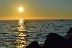 Coração e sol da meia-noite em Andenes, Noruega Imagem de Stock