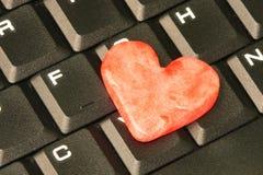 Coração e teclado vermelhos foto de stock royalty free
