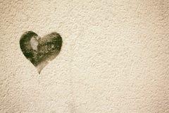 Coração em texturas do grunge do muro de cimento Imagens de Stock