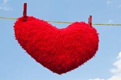 Coração em um clothesline imagem de stock
