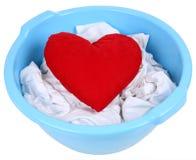 Coração em uma bacia Fotos de Stock Royalty Free