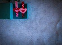 Coração em uma caixa de presente Imagens de Stock Royalty Free