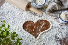 Coração escovado na cena da farinha fotografia de stock