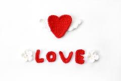 Coração feito crochê vermelho Foto de Stock Royalty Free