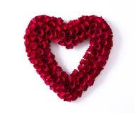 Coração feito das rosas vermelhas isoladas no fundo branco fotos de stock royalty free