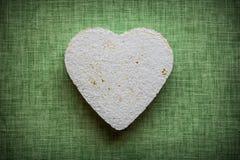 Coração feito do mache de papel em um fundo da tela Foto de Stock Royalty Free