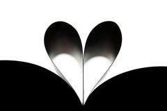 Coração feito do rolado acima das folhas do livro foto de stock royalty free
