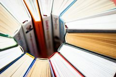 Coração feito dos livros Feche acima da vista Escrevendo classes fotografia de stock