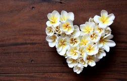 Coração floral dos verões com flores imagens de stock
