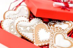 Coração isolado da cookie do Valentim do pão-de-espécie Foto de Stock Royalty Free