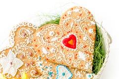 Coração isolado da cookie do Valentim do pão-de-espécie Imagem de Stock Royalty Free