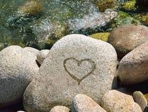 Coração molhado na pedra Imagem de Stock