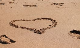 Coração na areia Fotografia de Stock Royalty Free