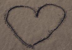 Coração na areia Fotos de Stock Royalty Free