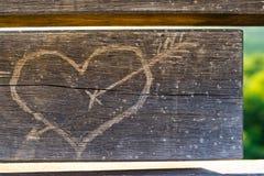 Coração na madeira fotografia de stock