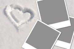 Coração na neve e nas fotos Imagens de Stock Royalty Free