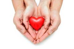 Coração nas mãos humanas Imagens de Stock