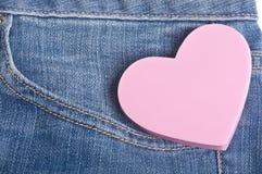 Coração no bolso de calças de Jean azul da sarja de Nimes imagem de stock royalty free
