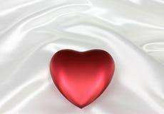Coração no cetim branco Imagens de Stock Royalty Free