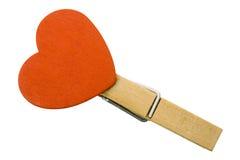 Coração no Clothespin com trajeto Fotografia de Stock Royalty Free